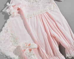 ملابس للأطفال حديثى الولادة.