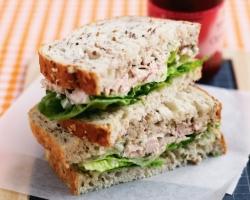 ساندوتش التونة اللذيذ