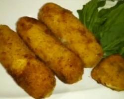 أصابع البطاطس مع السوسيس